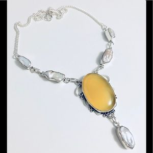 Jewelry - ✨🛍YELLOW AGATE AND PEARLS NECKLACE🎉🎁